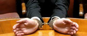 Адвокат защищает или обвиняет