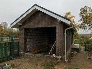 Строить гараж по границе забора вместо