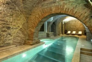 Бассейн в подвале